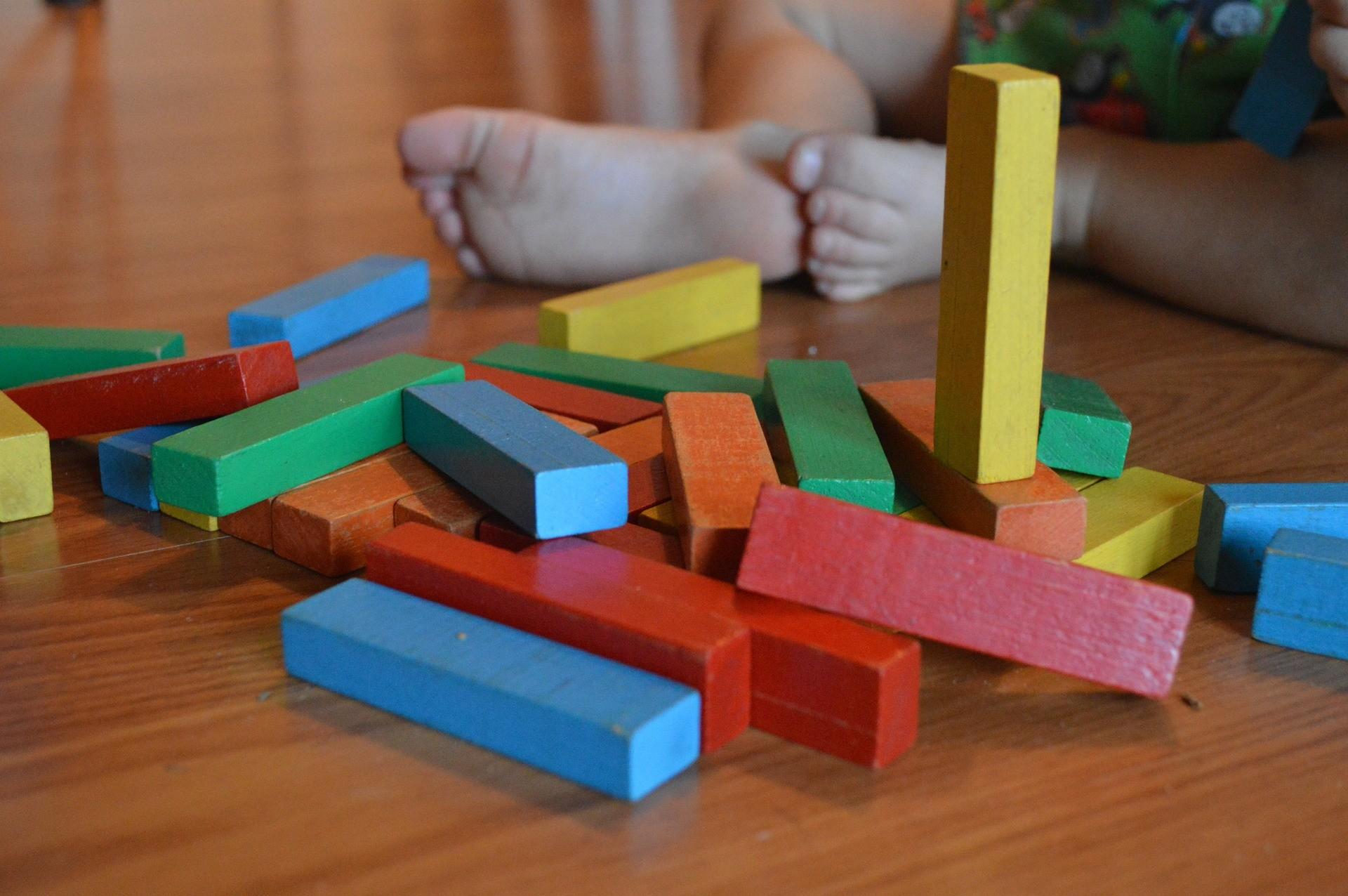 Le matériel Montessori pour le développement de l'enfant