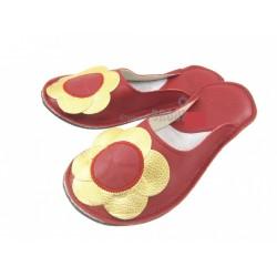 Chaussons cuir adulte fleurs doré fond rouge