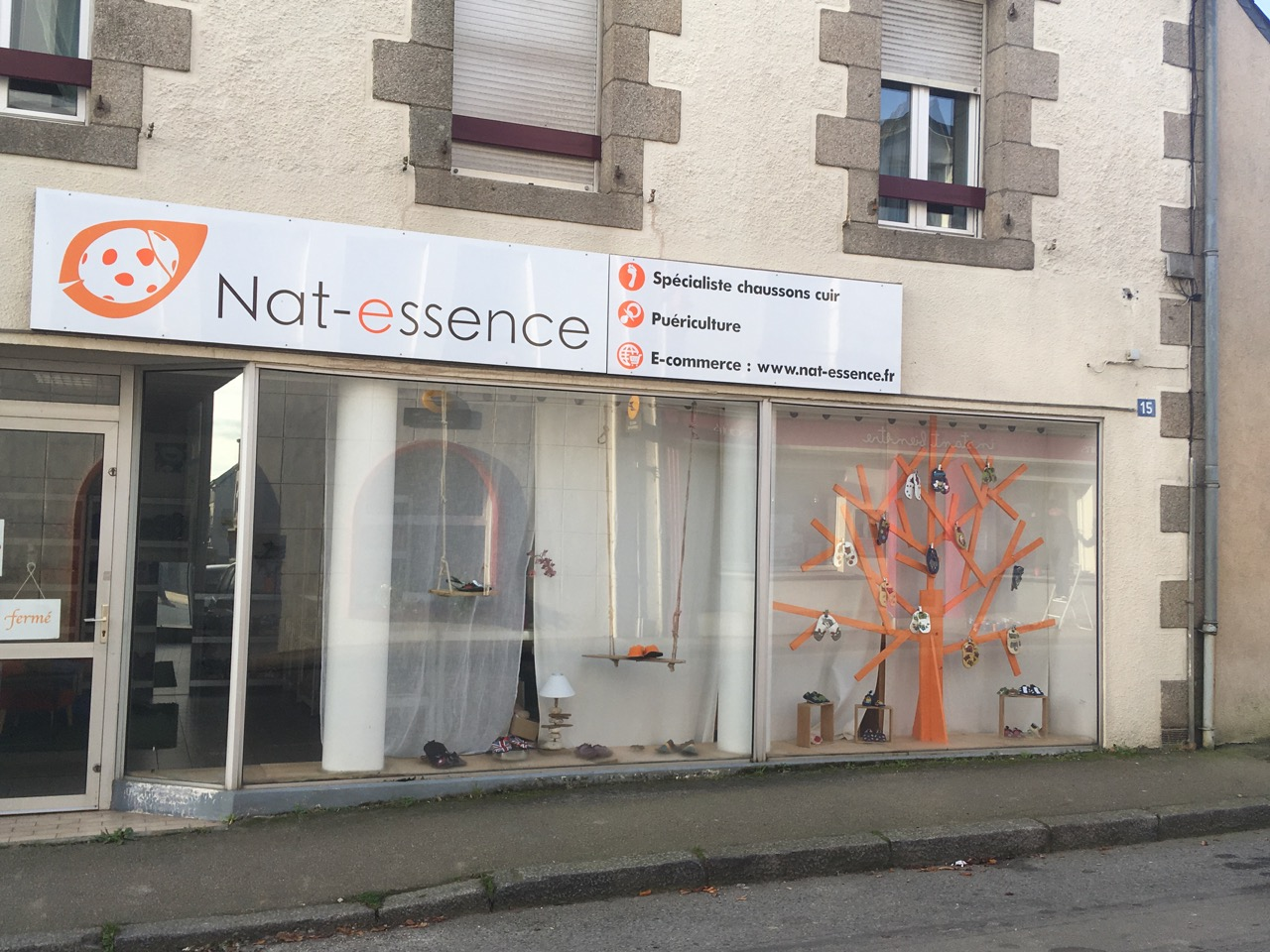 Devanture du magasin Nat-essence, 15 rue de la république, 56930 PLUMELIAU